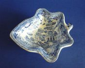Good Staffordshire Pottery 'Willow' Pattern Leaf Shaped Pickle Dish c1830